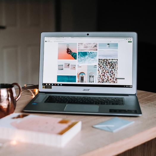 Laptop mit Bildwelt